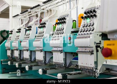 L'industrie textile factory à Gaborone, Botswana, l'Afrique , les machines à broder industrielles, Banque D'Images