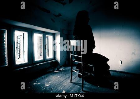 Scène d'horreur d'une femme effrayante Banque D'Images
