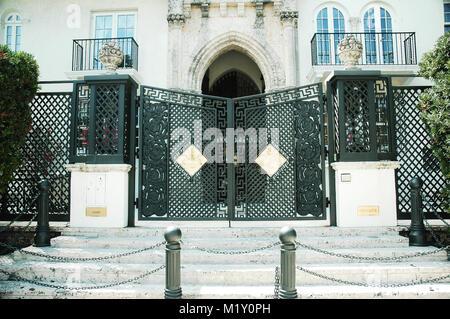 Le 6 avril 2005 - Miami, Floride, USA: l'entrée de l'Art Déco Versace Casa Casuarina aka la maison Versace sur Ocean Drive à Miami Beach, Floride