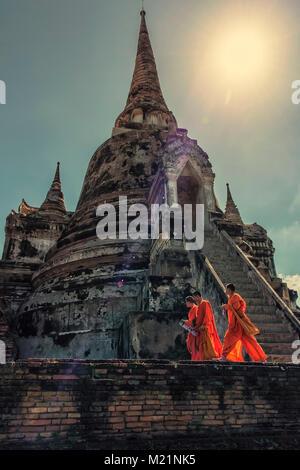Balades dans les moines du temple d'Ayutthaya, Thaïlande