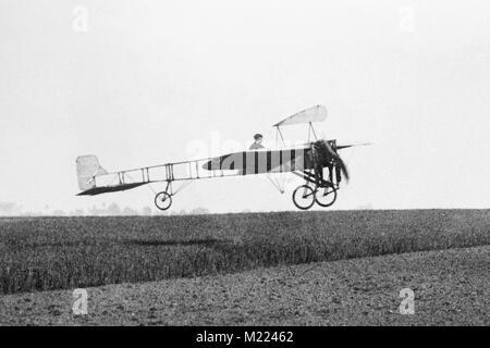 Le premier Blériot XI au début de 1909. Louis Blériot, aviateur français Louis Blériot (1872-1936) Banque D'Images