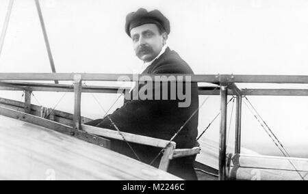 Louis Blériot dans son monoplan. L'aviateur français Louis Blériot (1872-1936) Banque D'Images