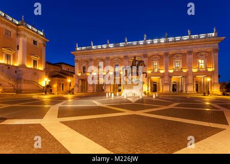 Palazzo Senatorio, horse statue de Marc-Aurèle, et Palais des Conservateurs Piazza Campidoglio sur colline du Capitole Banque D'Images