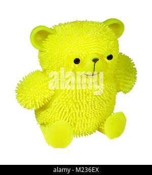 Jaune lumineux puffer balle anti-stress ours en peluche jouet pour chat isolé sur fond blanc Banque D'Images