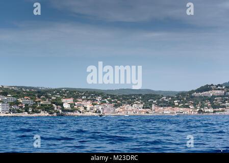 Ville de Cassis vu de la mer, la France, l'été Banque D'Images