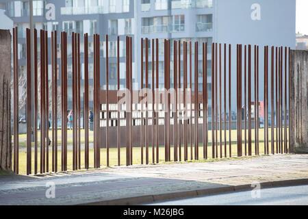Nouvelle fenêtre du souvenir au Mémorial du Mur de Berlin à la Bernauer Strasse, mur de Berlin Banque D'Images