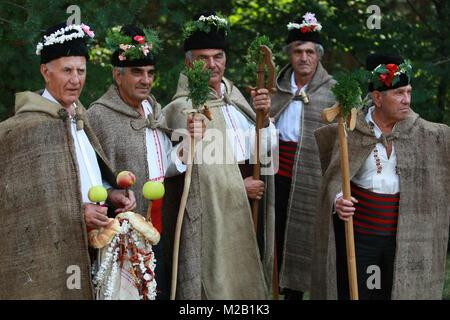 Les gens en costume folklorique traditionnel du Folklore National Fair de Koprivshtica Banque D'Images