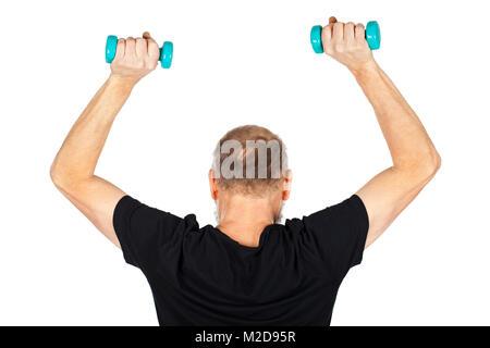 Déterminé homme âgé faisant des exercices de fitness avec haltères sur fond isolé Banque D'Images