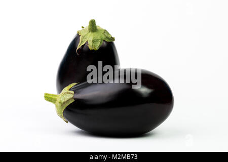 Aubergine aubergine ou légumes isolé sur fond blanc Banque D'Images