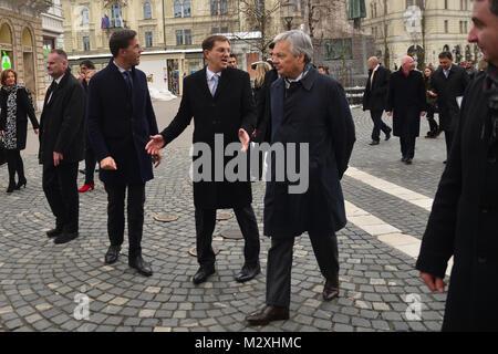 Ljubljana, Slovénie, le 6 février 2017.. Mark Rutte, Miro Cerar, Didier Reynders et Xavier Bettel sur une promenade Banque D'Images