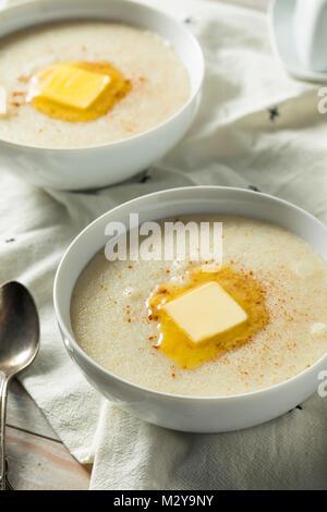 Blé crémeux en santé faits maison pour le petit déjeuner Porridge Farina Banque D'Images