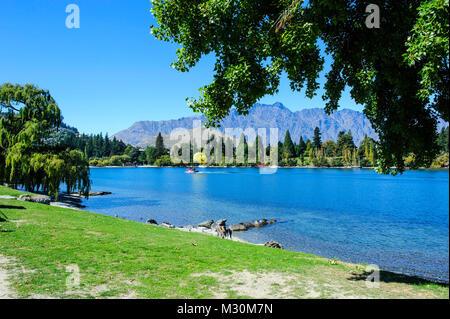 Les rives du lac Wakatipu, Queenstown, île du Sud, Nouvelle-Zélande Banque D'Images