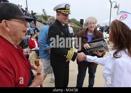 141111-N-HW977-010 NORCO, Californie (nov. 11, 2014) Le capitaine Stephen H. Murray, commandant du Naval Surface Banque D'Images