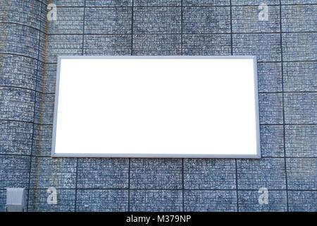 Des maquettes en blanc des panneaux publicitaires conseil d'information publique sur l'ancien mur de briques gris Banque D'Images