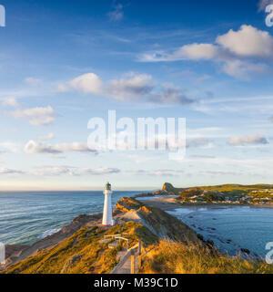 Delémont phare, Wairarapa, Nouvelle-Zélande, au lever du soleil. Banque D'Images
