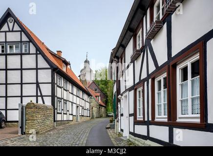Maisons à colombages à Kleine Osthofe, tour de St Maria zur Hohe, à Soest, région d'Ostwestfalen, Rhénanie du Nord-Westphalie, Allemagne