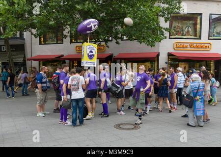 BERLIN, ALLEMAGNE - 22 juin 2013: Christopher Street Day. L'annuelle fête LGBT et de démonstration pour les droits des personnes LGBT. 1er de l'Allemagne l'équipe de rugby gay.
