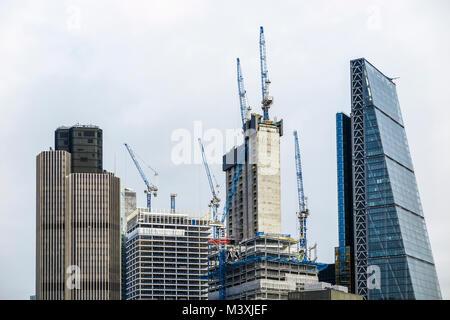 London EC3 commerciale Cheesegrater skyline: noyau en béton, de nouveaux gratte-ciel en construction, 22 Bishopsgate Banque D'Images