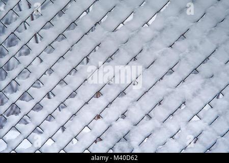 Filet de séparation dans la neige en hiver Banque D'Images