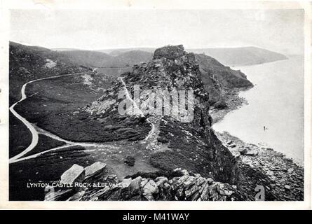 La Vallée des Roches et Castle Rock près de Lynton, Devon N., Angleterre, Royaume-Uni. Carte postale ancienne, vers Banque D'Images