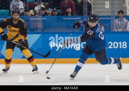 Gangneung, Corée du Sud. Feb 14, 2018. EELI TOLVANEN de Finlande marque contre l'Allemagne pendant le hockey sur Banque D'Images