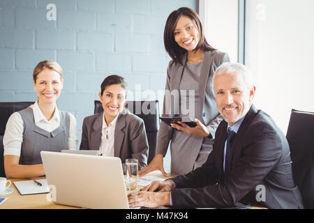 Lors d'une réunion d'affaires dans la salle de conférence Banque D'Images