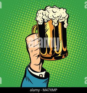 Beer mug à la main, pop art retro Banque D'Images