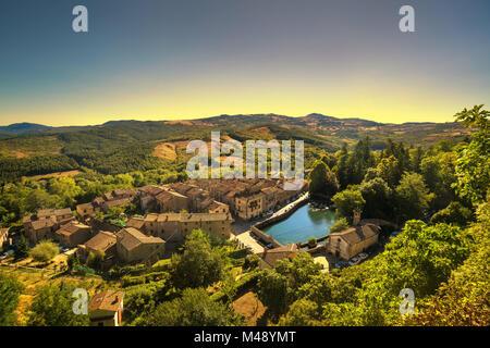 La toscane, Santa Fiora village médiéval et la tour. Monte Amiata, Grosseto, Italie, Europe Banque D'Images