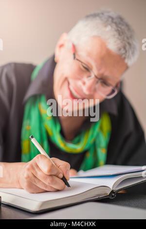 Écrire un rendez-vous dans l'ordinateur portable Banque D'Images