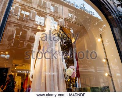 Tara Jamron fashion boutique boutique avec des robes pour mariage Banque D'Images