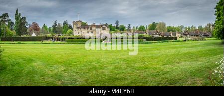 Le château de Hever et jardins dans le Kent Banque D'Images