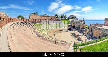 L'ancien théâtre grec de Taormina en Sicile Banque D'Images