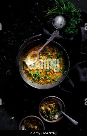 Curry de pois chiches et Kale Banque D'Images