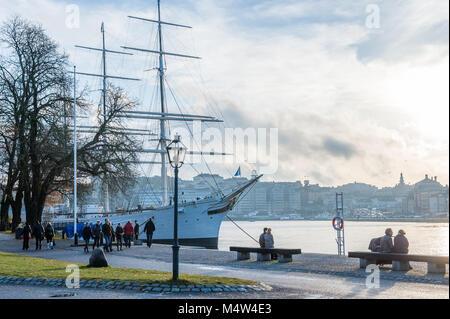 Les gens profiter d'un dimanche à pied au cours de l'automne à l'île de Skeppsholmen Stockholm. La capitale de la Suède est construite sur 17 îles.
