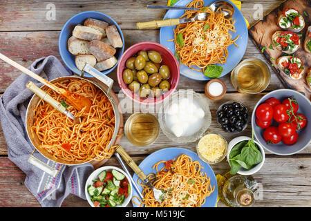 Le dîner tanle. Dîner traditionnel italien à l'air libre Banque D'Images