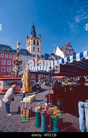 La Hauptmarkt et Église Saint Gangolf Trèves,Allemagne, Banque D'Images