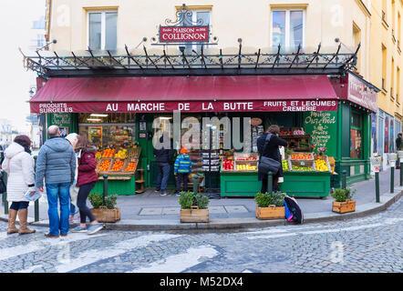 Les fruits et légumes au marché de la Butte dans le quartier de Montmartre, Paris, France. Banque D'Images