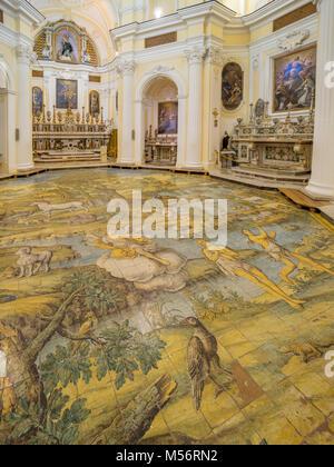 Intérieur de l'église Saint Michel à Anacapri, le sol de mosaïque par Leonardo Chiaiese. Banque D'Images