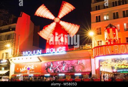 Le Moulin Rouge , Paris, France. C'est un célèbre cabaret construit en 1889, la localisation dans Paris red-light Banque D'Images