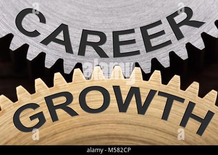Gros plan du concept de croissance de carrière sur roues verrouillées Banque D'Images