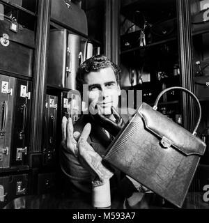 Trevor Pickett, anglais excentrique, concepteur et fournisseur de produits en cuir sur mesure, photographié dans Banque D'Images