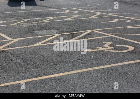 Close-up des personnes handicapées location de places de parking en Bosham, West Sussex, UK.