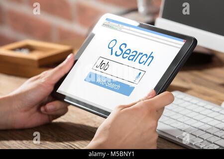 La recherche d'emploi en ligne personne On Digital Tablet
