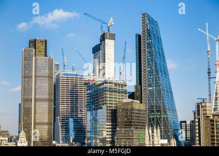Des bâtiments modernes et des gratte-ciel dans la ville de Londres, y compris l'Cheesegrater, tour 42, le scalpel, Banque D'Images