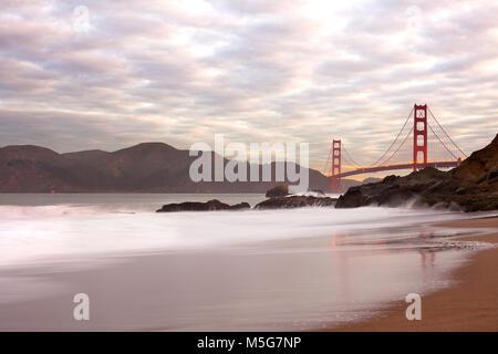 Golden Gate Bridge à partir de Baker Beach, San Francisco, California, USA