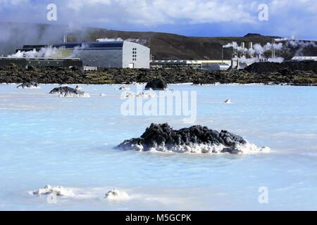 Le Blue Lagoon geothermal power plant Svartsengi piscine avec en arrière-plan. Grindavik. Péninsule de Reykjanes. Banque D'Images
