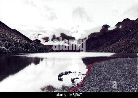 Lake Gunn au lever du soleil avec des réflexions, Fiordland, île du Sud, Nouvelle-Zélande - creative digital artwork Banque D'Images