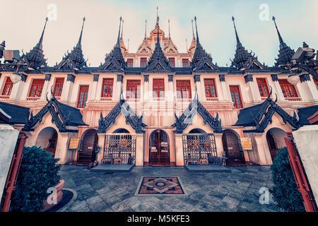 Temple Wat Ratchanatdaram à Bangkok Banque D'Images