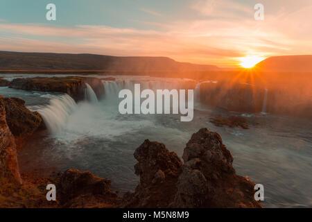 Cascade Godafoss et paysage, Islande, Europe