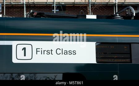 La section de première classe sur un signe de classe 800 Great Western Railway IET à la gare d''Evesham, Worcestershire, Banque D'Images